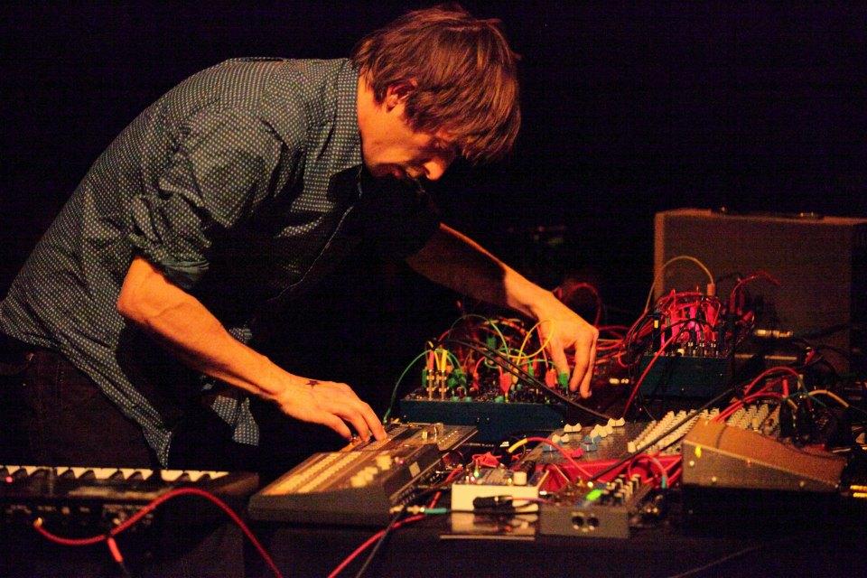 Tomのライブセットです。かっこいいー。彼のCD作品もとても秀作です。