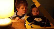子供用ターンテーブル,子供用レコードプレーヤー,キッズレコードプレイヤー,おもちゃのレコードプレーヤー,スピーカー付きレコードプレーヤー,ポータブルレコードプレーヤー,折りたたみレコードプレーヤー,USB付きレコードプレイヤー,プレゼント,子供
