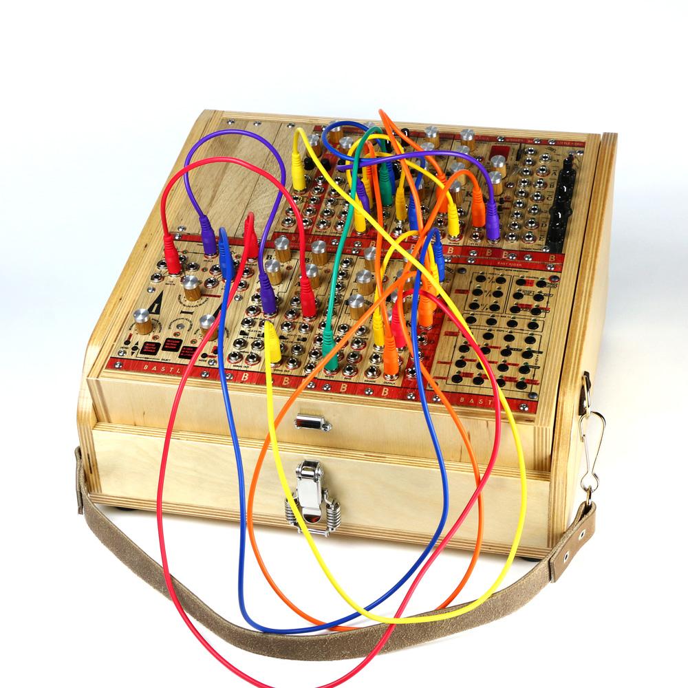 bastl-instruments-rumburak-cable-main-third-1000