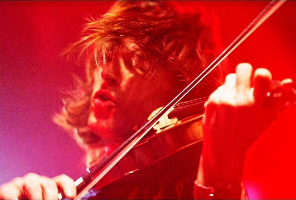 エレキバイオリン,エレクトリックバイオリン,サイレントバイオリン,バイオリン用ピックアップ,バイオリン用マイク,エレクトリック・ヴァイオリン,バイオリン,ライブステージ,ピックアップ,コントラバスピックアップ,チェロピックアップ,バイオリンピックアップ,ビオラピックアップ,バイオリンステージ,プリアンプ,エフェクター