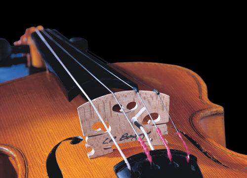 エレキバイオリン,エレクトリックバイオリン,サイレントバイオリン,バイオリン用ピックアップ,バイオリン用マイク,エレクトリック・ヴァイオリン,バイオリン,ライブステージ,ピックアップ,コントラバスピックアップ,チェロピックアップ,バイオリンピックアップ,ビオラピックアップ,バイオリンステージ,プリアンプ,エフェクター,