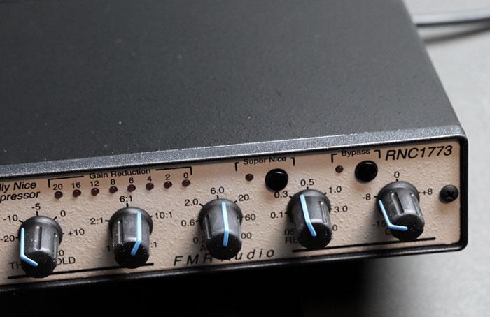 FMR AUDIO コンプ